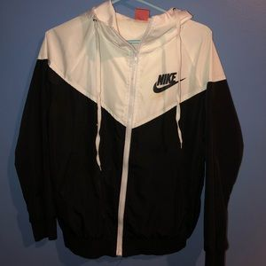 Black and White Nike Windbreaker ‼️